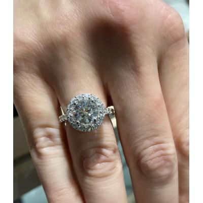 Nouă lucruri pe care trebuie să le știți înainte de a cumpăra un inel de logodnă